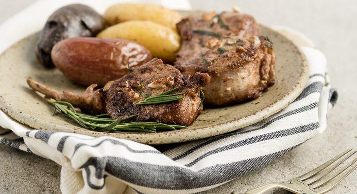 Është Fundjavë, le të Shijojmë Pak Mish
